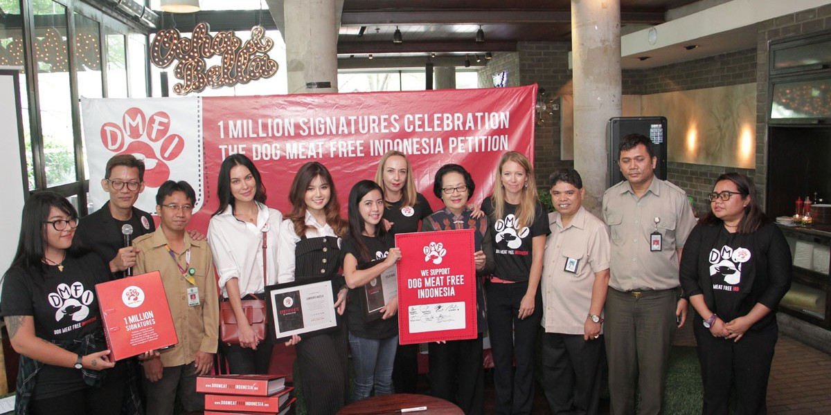 Celebrities Sophia Latjuba, Yeslin Wang, Nadia Mulya and Lawrence Enzela join Dog Meat-Free Indonesia campaigners to deliver 1 million petition signatures calling for an end to the brutal dog & cat meat trades